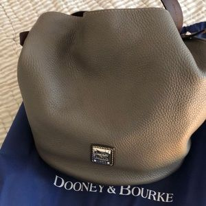 Dooney & Bourke Feed bag